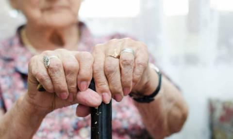 Τραγική ιστορία: Γιαγιά πήγε στο μαιευτήριο, είδε το δισέγγονο της και φεύγοντας προκάλεσε δυστύχημα
