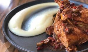 Η συνταγή της ημέρας: Κοτόπουλο κοκκινιστό με ελιές