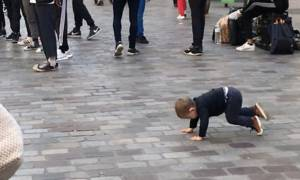 Προσπαθεί να χορέψει breakdance και μας χαρίζει άφθονο γέλιο (vid)
