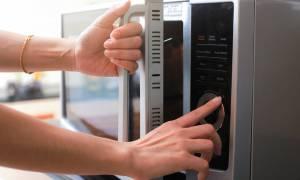 Δέκα τρόφιμα που δεν πρέπει να βάζετε ποτέ στον φούρνο μικροκυμάτων (pics)