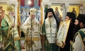 Αρχιεπίσκοπος Ιερώνυμος: Ο σταυρός μας ξεκουράζει, μας ανακουφίζει, δίνει νόημα στη ζωή μας (pics)