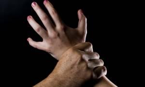Ζεφύρι: Ώρες αγωνίας για τη νεαρή γυναίκα που βίασαν και άφησαν σε κωματώδη κατάσταση στο δρόμο