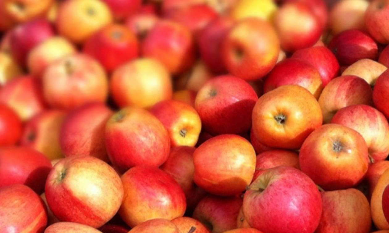 Εργαζόμενοι σε σούπερ μάρκετ πούλησαν... 15.000 μήλα σε έναν μόνο πελάτη και απολύθηκαν!