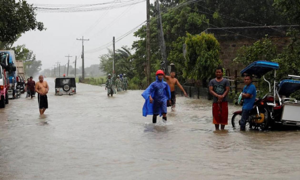 Φιλιππίνες: Τους 25 έφτασαν οι νεκροί από το πέρασμα του σούπερ τυφώνα Μανγκούτ (pics&vids)