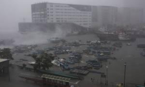 Τυφώνας Μανγκούτ: Χάος και στο Χονγκ Κόνγκ - 30 οι νεκροί στις Φιλιππίνες (pics&vids)