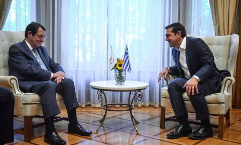Tsipras-Anastasiades meeting:Close cooperation the foundation of efforts to solve the Cyprus problem