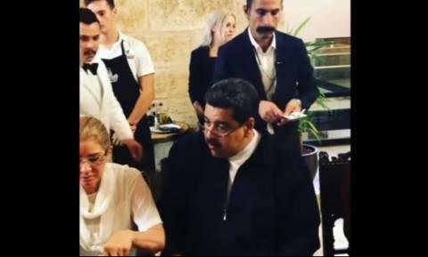 Οργή στη Βενεζουέλα για το πανάκριβο δείπνο του Μαδούρο στο εστιατόριο του Salt Bae (vid)