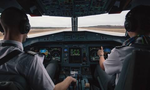 Απίστευτο πιλότος! Δείτε τι έκανε στους επιβάτες όταν καθυστέρησε η πτήση εξαιτίας του τυφώνα (vid)