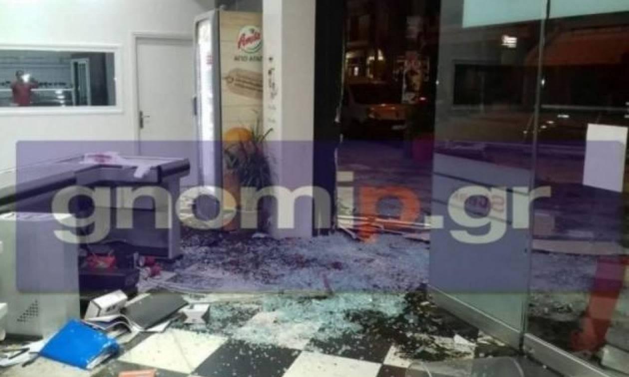 Πάτρα: Αυτοκίνητο μπήκε σε κρεοπωλείο-Τραυματίστηκαν δύο άτομα