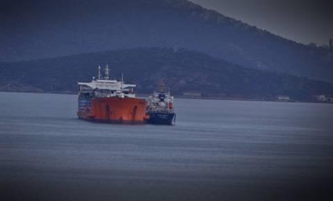 Greek tanker runs aground at Milos port