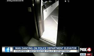 Άντρας χορεύει σε ασανσέρ αστυνομικού τμήματος (vid)