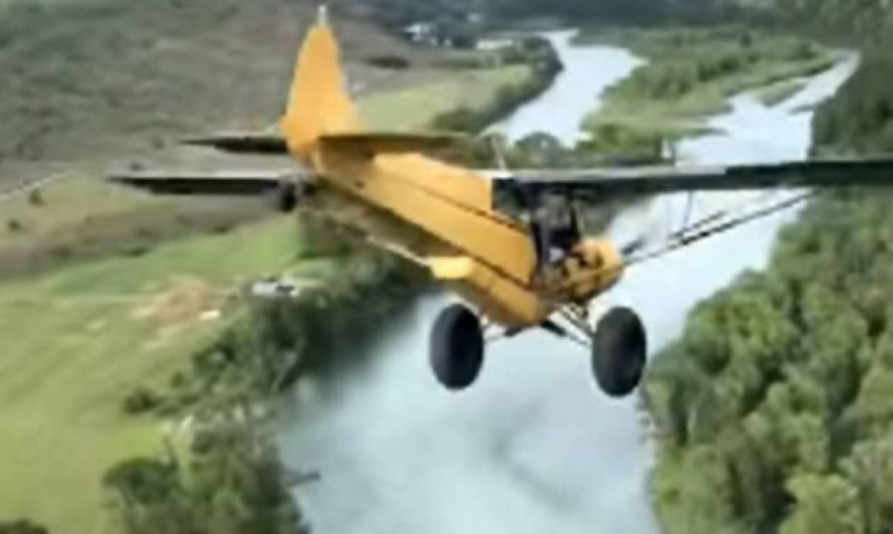 Αεροσκάφος ετοιμάζεται να συντριβεί στο ποτάμι αλλά ο πιλότος έχει άλλα σχέδια - Δείτε το βίντεο