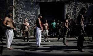 Πειραιάς: Σιίτες μουσουλμάνοι αυτομαστιγώνονται για να γιορτάσουν την Ασούρα (ΣΚΛΗΡΕΣ ΕΙΚΟΝΕΣ)