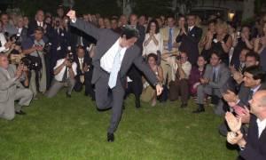 Αυτός ο τύπος χόρεψε ζεϊμπέκικο σε γάμο ενώ «ΔΕΝ ΤΟ 'ΧΕΙ»!