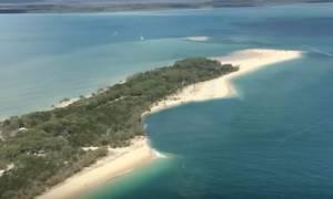 Απίστευτες εικόνες στην Αυστραλία! Τεράστια τρύπα κατάπιε παραλία στο Κουίνσλαντ (vid)