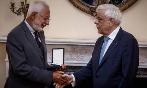 Ο Παυλόπουλος απένειμε το παράσημο του Ταξιάρχη της Τιμής σε τρεις σπουδαίους Έλληνες