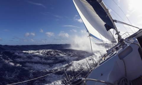 В Греции завершена операция по спасению 9 французских туристов, попавших на яхте в шторм