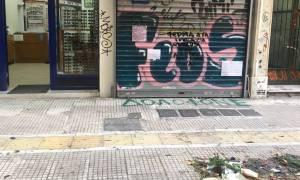 Επίθεση κουκουλοφόρων σε μαγαζιά δίπλα στο κοσμηματοπωλείο όπου έχασε τη ζωή του ο Ζακ Κωστόπουλος
