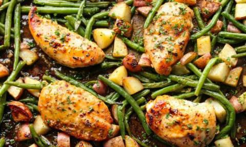 Ένας νόστιμος συνδυασμός: Kοτόπουλο ψητό με φασολάκια, μέλι και μπαχαρικά (vid)