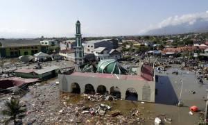 Ινδονησία: Τραγωδία χωρίς τέλος - Ξεπέρασαν τους 400 οι νεκροί από σεισμό και τσουνάμι (pics&vids)