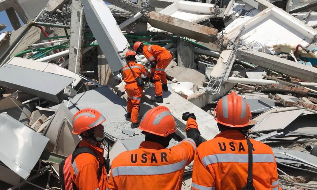 Ινδονησία: Έκκληση για διεθνή βοήθεια μετά τον σεισμό και το τσουνάμι (pics+vids)