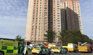 Βρετανία: Συναγερμός στο Λιντς για φωτιά σε ουρανοξύστη (pics+vid)