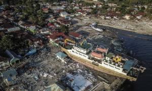 Θρήνος στην Ινδονησία: Λάσπη καταπλάκωσε 34 μαθητές σε εκκλησία (pics+vids)