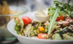 Τρεις σαλάτες για να αντικαταστήσεις τα βραδινά delivery