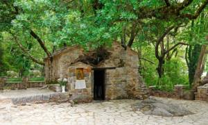 Το εκκλησάκι με τα 17 δέντρα που μπήκε στο βιβλίο Γκίνες