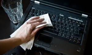 Εκανες... μούσκεμα το laptop σου; Μην αγχώνεσαι και κάνε αμέσως αυτές τις 6 κινήσεις