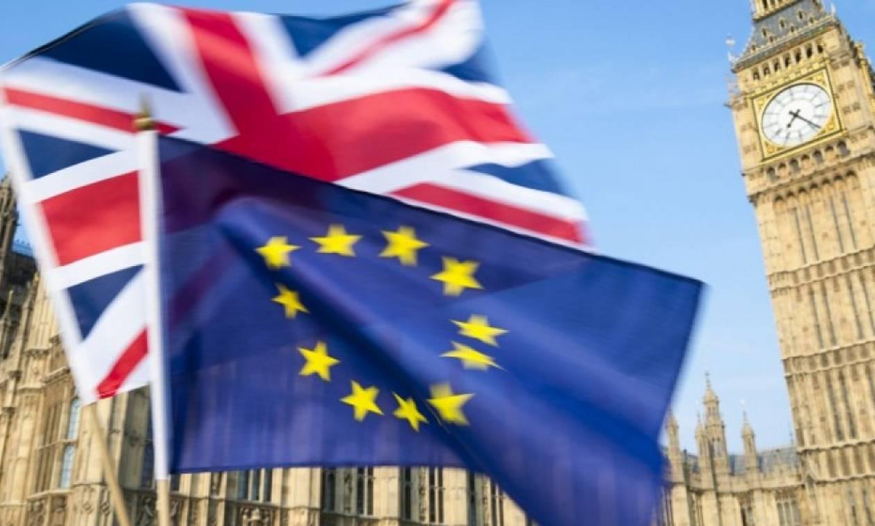Μέι: Οι Ευρωπαίοι πολίτες δεν θα κυκλοφορούν ελεύθερα στη Βρετανία μετά το Brexit