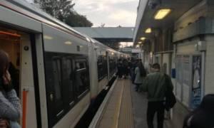 Πανικός στο Λονδίνο: «Τρελαμένος» άνδρας μαχαίρωσε επιβάτη του μετρό
