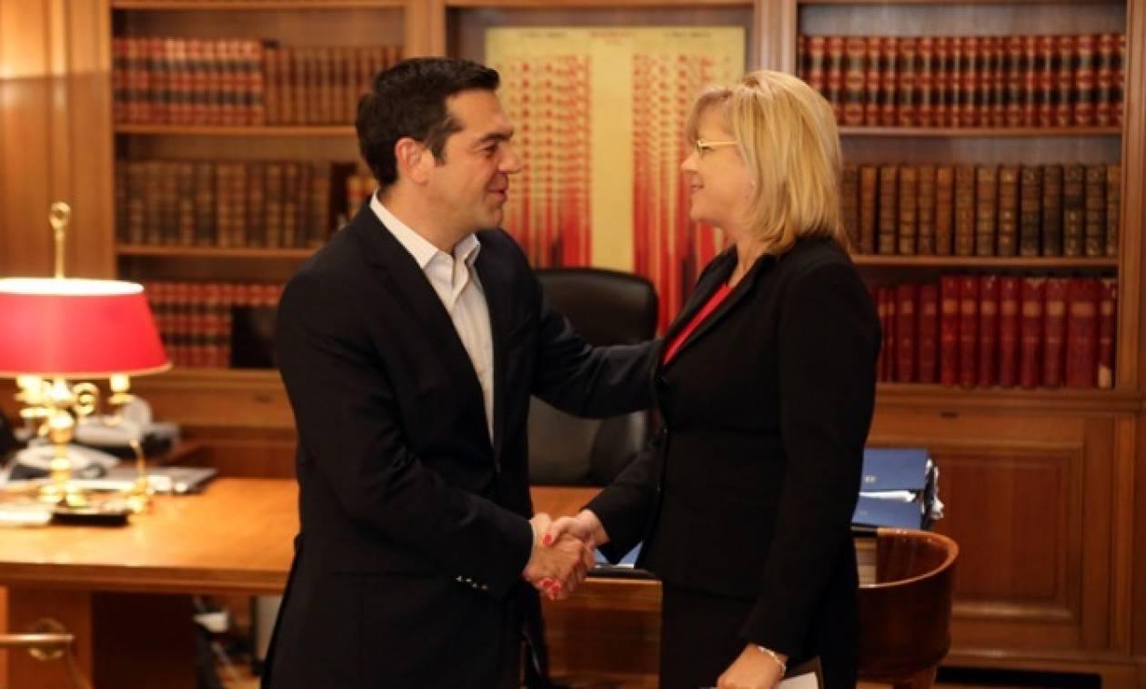 Σήμερα η συνάντηση του πρωθυπουργού με την επίτροπο Περιφερειακής Πολιτικής της ΕΕ