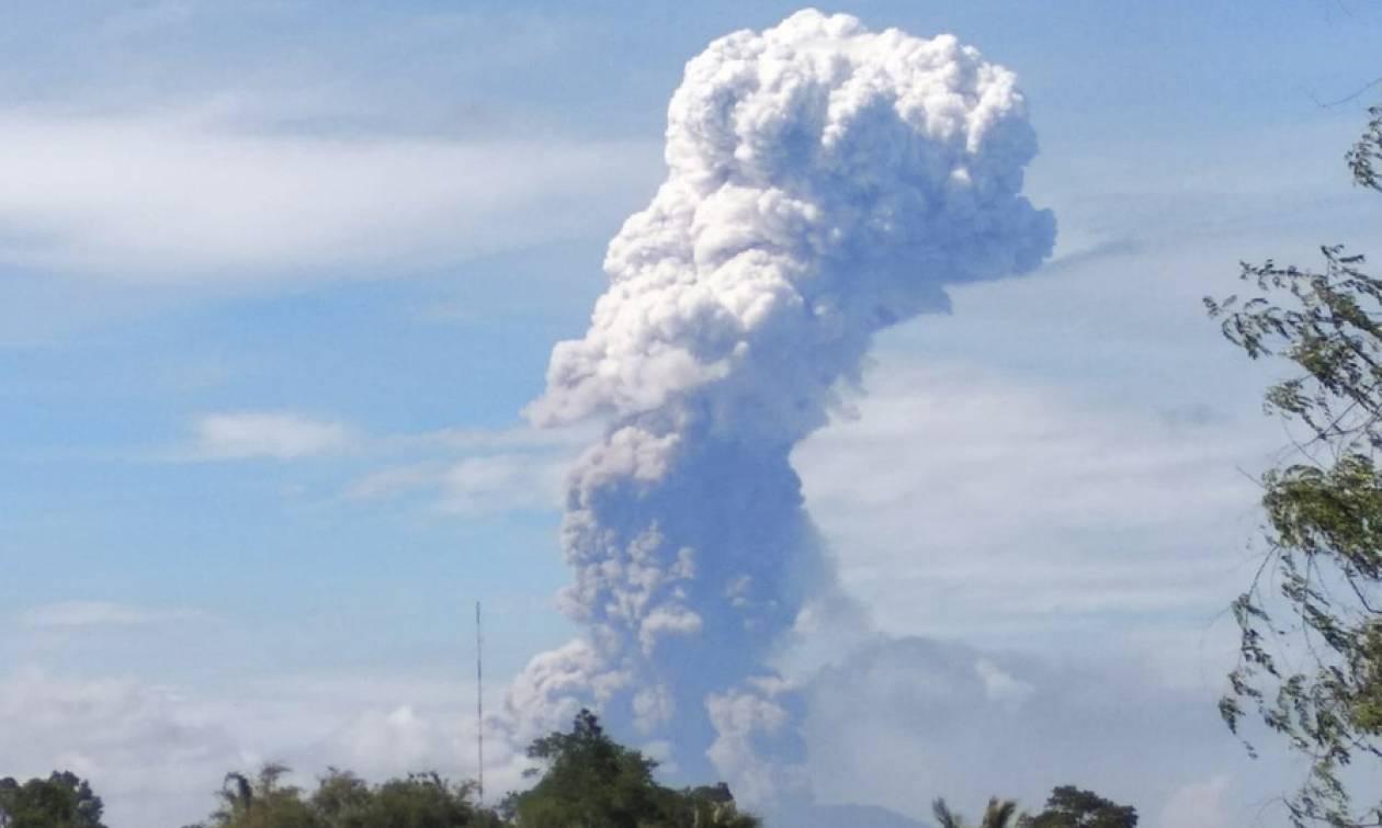 Ινδονησία: Ισχυρή έκρηξη ηφαιστείου λίγα 24ωρα μετά το τσουνάμι - Στους 1.407 οι νεκροί (pics+vid)
