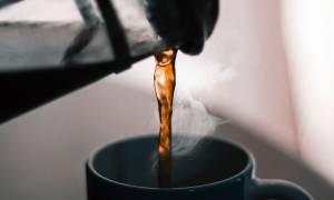 Καθάρισε την καφετιέρα σου σε τέσσερα απλά βήματα