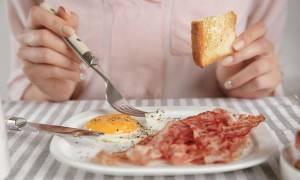 Καρκίνος μαστού: Σε ποια ποσότητα αυξάνουν τον κίνδυνο τα αλλαντικά