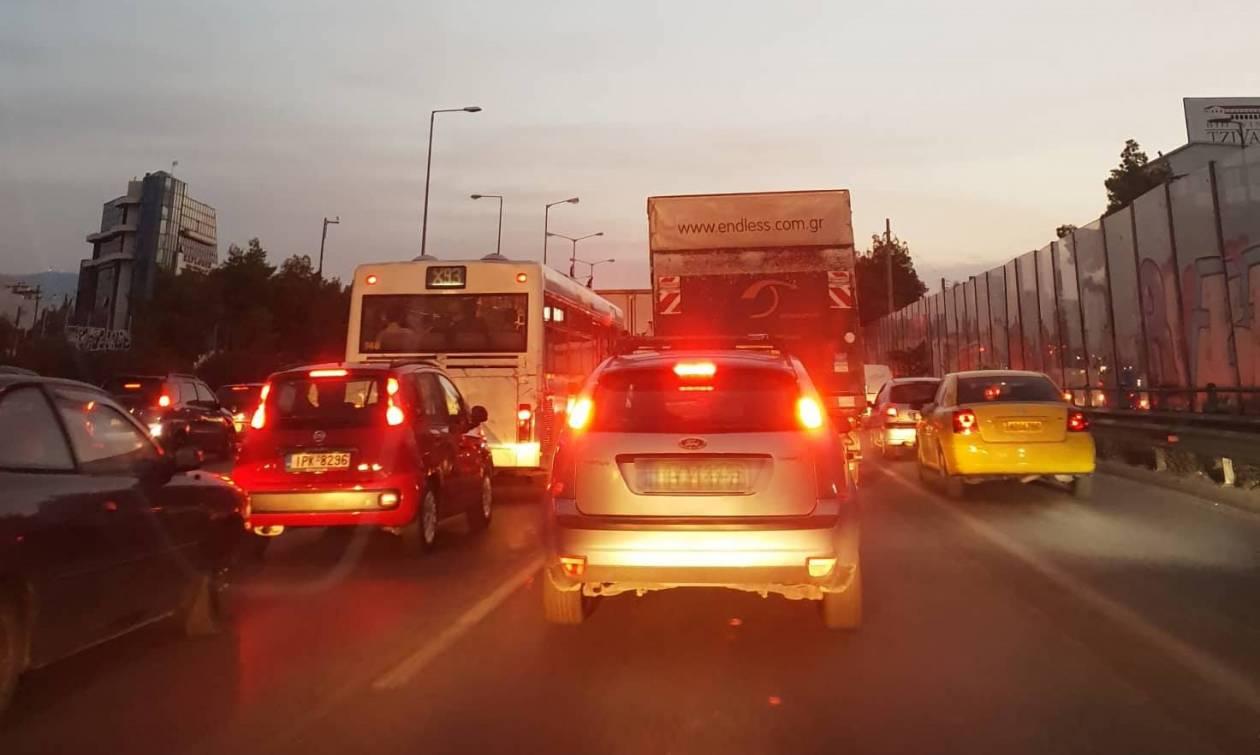 Κίνηση: Χάος στους δρόμους – Ουρές χιλιομέτρων στον Κηφισό – Πώς θα πάτε στις δουλειές σας