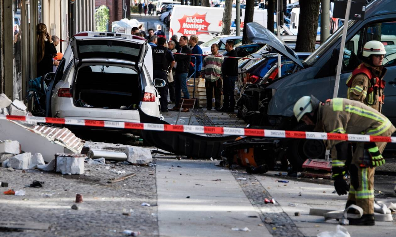 Αυτοκίνητο παρέσυρε πεζούς στο Βερολίνο: Τουλάχιστον 5 τραυματίες (pics)