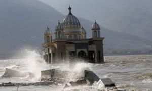 Σεισμός Ινδονησία: Θρήνος κάτω από τα χαλάσματα - Στους 1.649 οι νεκροί (Pics+Vids)