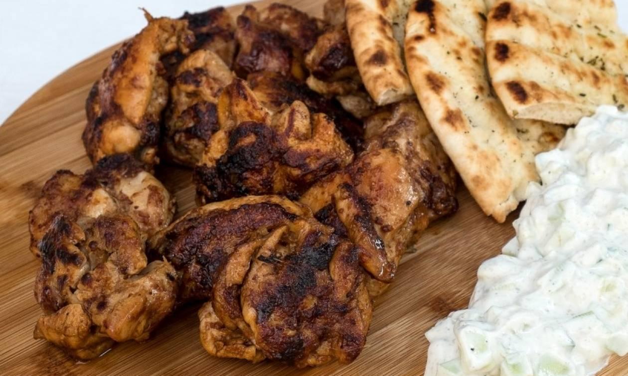 Λαχταριστή συνταγή για κοτόπουλο tandoori με dip γιαουρτιού