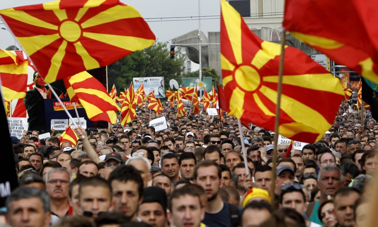 «Εμφύλιος» στα Σκόπια: Ολοταχώς προς εκλογές ο Ζάεφ