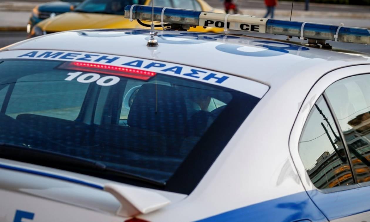 Συναγερμός στο Μοναστηράκι: Άνδρας απειλούσε να πέσει από σκαλωσιά