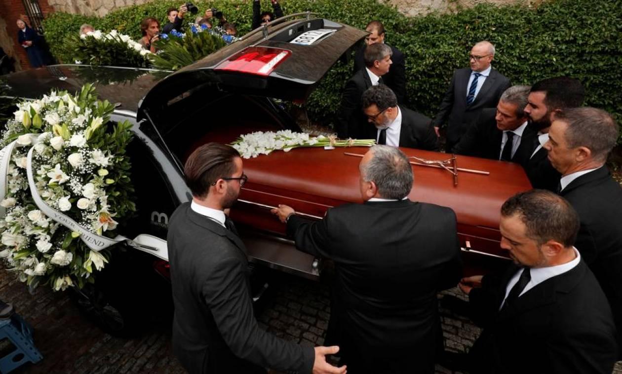 Καμπαγιέ: Δείτε στιγμιότυπα από την κηδεία της σοπράνο με την ομορφότερη φωνή στον κόσμο (Pics+Vids)