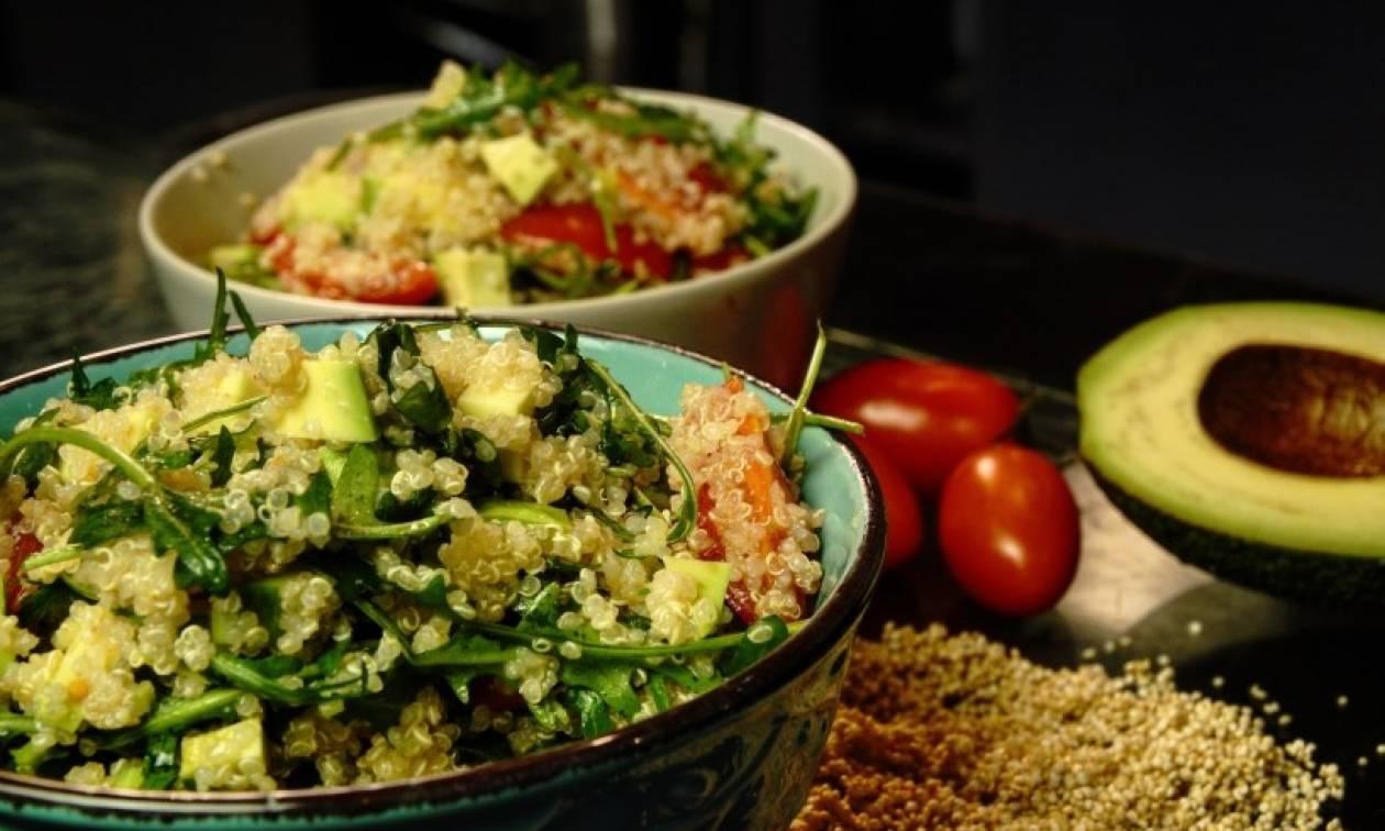 Η συνταγή της ημέρας: Σαλάτα με κινόα και αβοκάντο