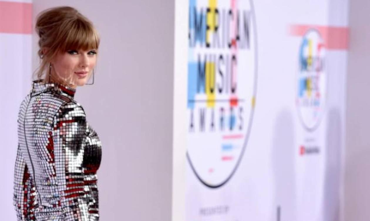 American Music Awards: Η Taylor Swift είναι σε μάχιμη φάση