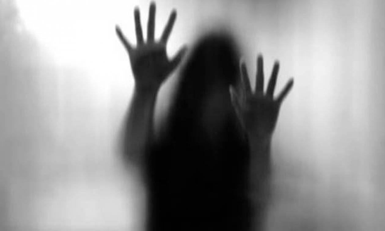 Μαρτυρία φρίκης: «Ανθρώπινα κτήνη με βίαζαν ομαδικά επί δύο μήνες» (Vid)