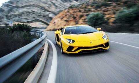 Lamborghini μπαίνει με τις μπάντες στην στροφή, το αποτέλεσμα είναι για τρελά γέλια (vid)