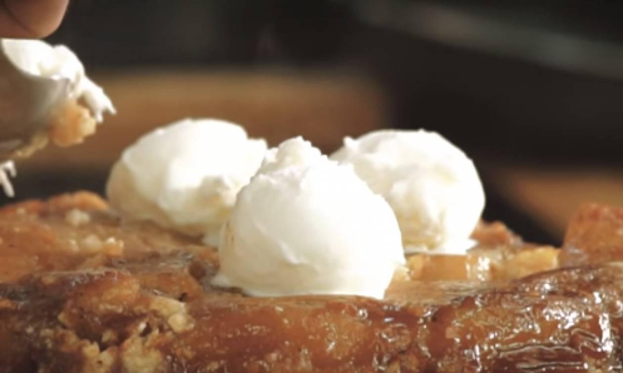 Η συνταγή της ημέρας: Ανάποδη τάρτα με μήλα & crumble αμυγδάλου