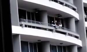 Προσοχή! Βίντεο – σοκ: Έπεσε από τον 27ο όροφο ενώ έβγαζε selfie