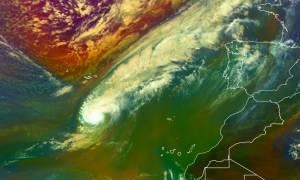 «Κόκκινος» συναγερμός για «βιβλική» καταστροφή από τον ισχυρότερο κυκλώνα - ζόμπι εδώ και δύο αιώνες